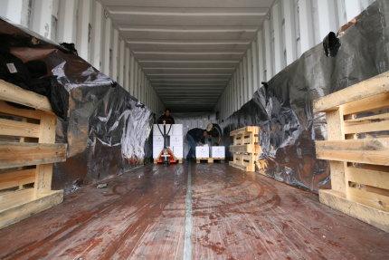 Container zu 2/3 entladen