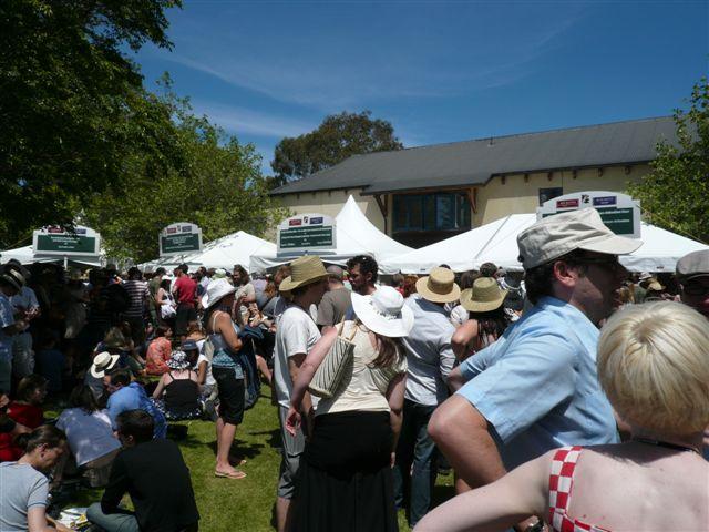 2007 Toast Martinborugh - What a load of people